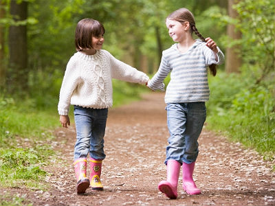 girls-holding-hands-monkeybusinessimages-istock