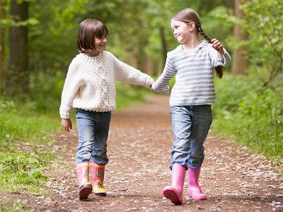 girls-holding-hands-monkeybusinessimages-istock